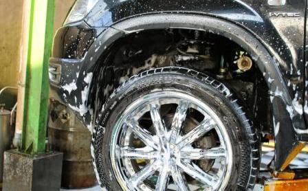 cuci bawah kolong mobil