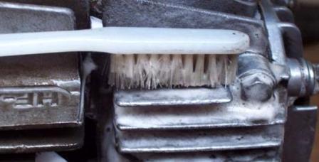 sikat cuci kerak motor
