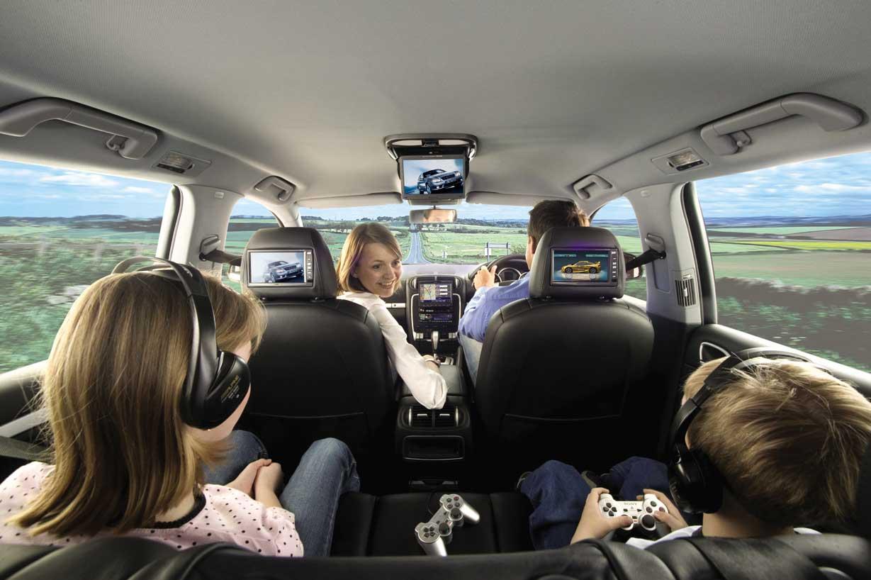 mobil keluarga mewah nyaman