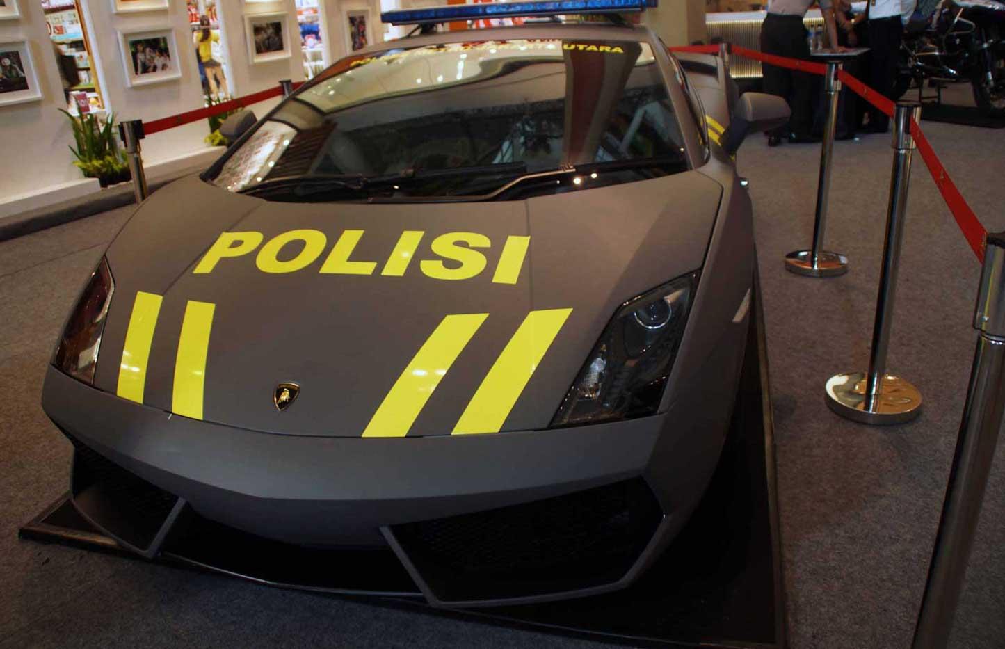 mobil polisi hitam
