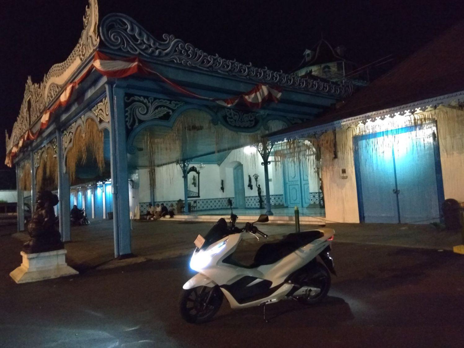 testride PCX150 malam hari