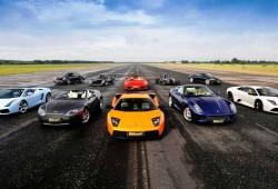 Deretan Mobil Balap Ferrari Sport Saat Berjajar Dijalan