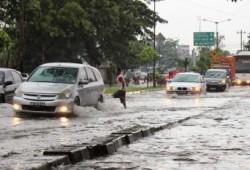 Tips Sederhana Berkendara Saat Hujan