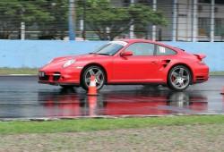 Ajang Lomba Mobil Balap Porsche Sport Merah