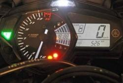 Yamaha R25, Biker Bisa Memilih Konsumsi BBM dan RPM